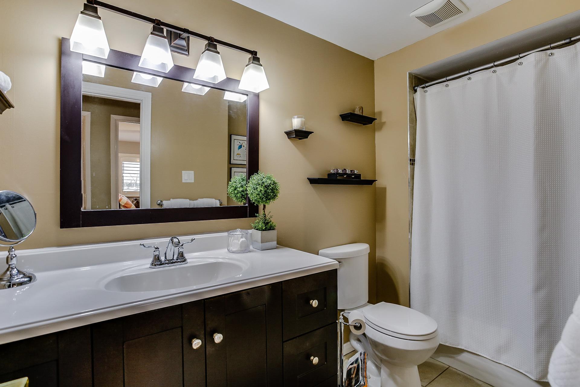 29_1stbathroom11.jpg