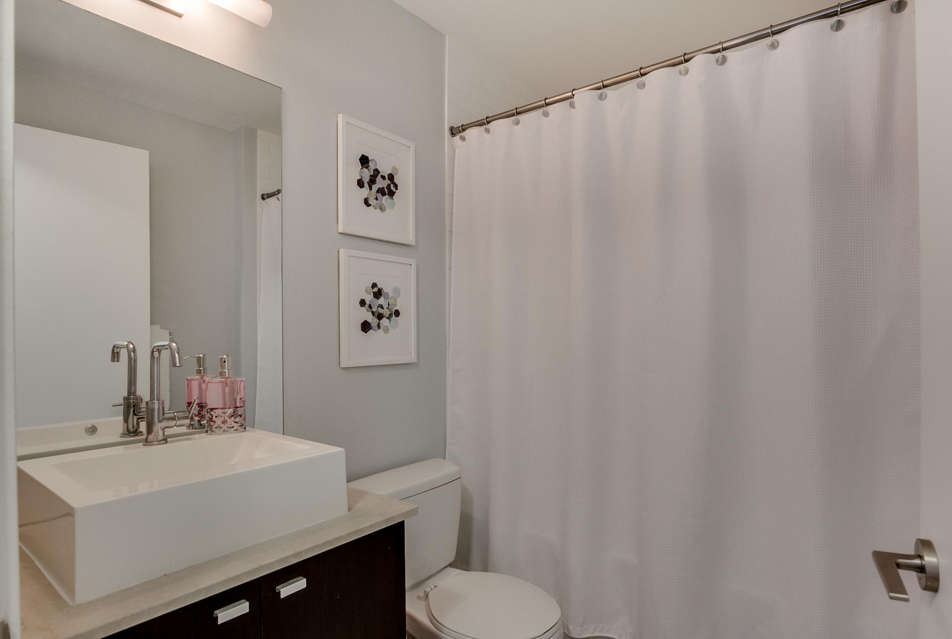 24_bathroom1.jpg