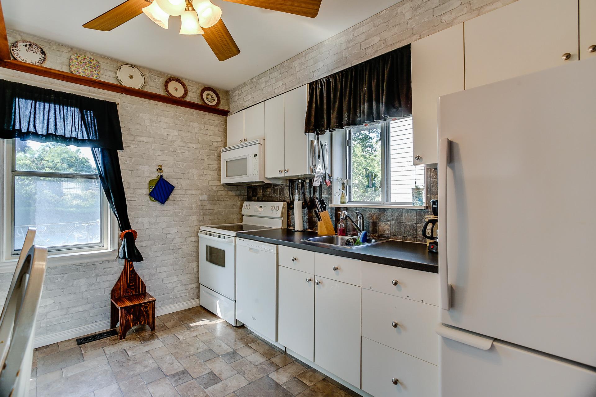 13_kitchen1.jpg