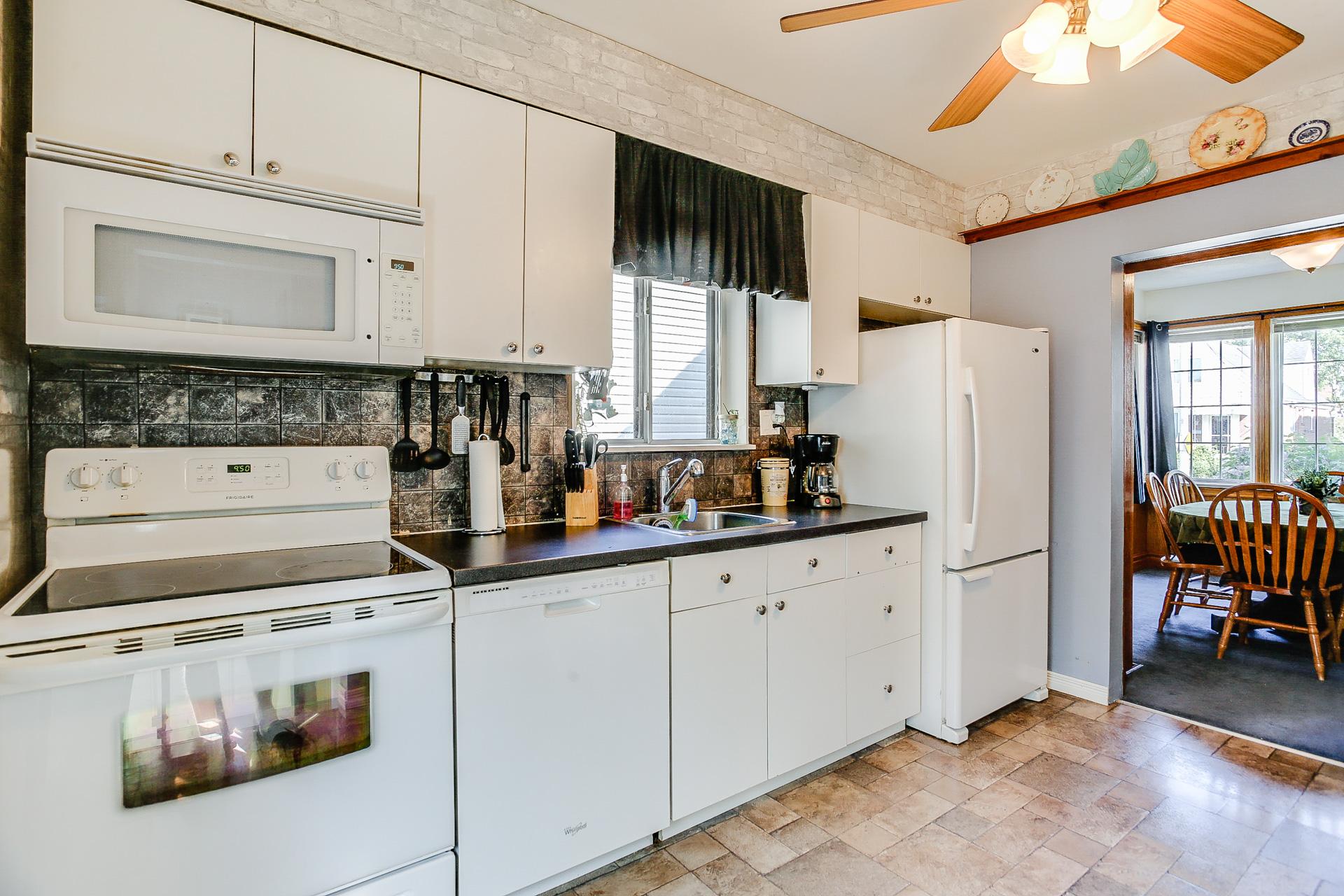 15_kitchen3.jpg