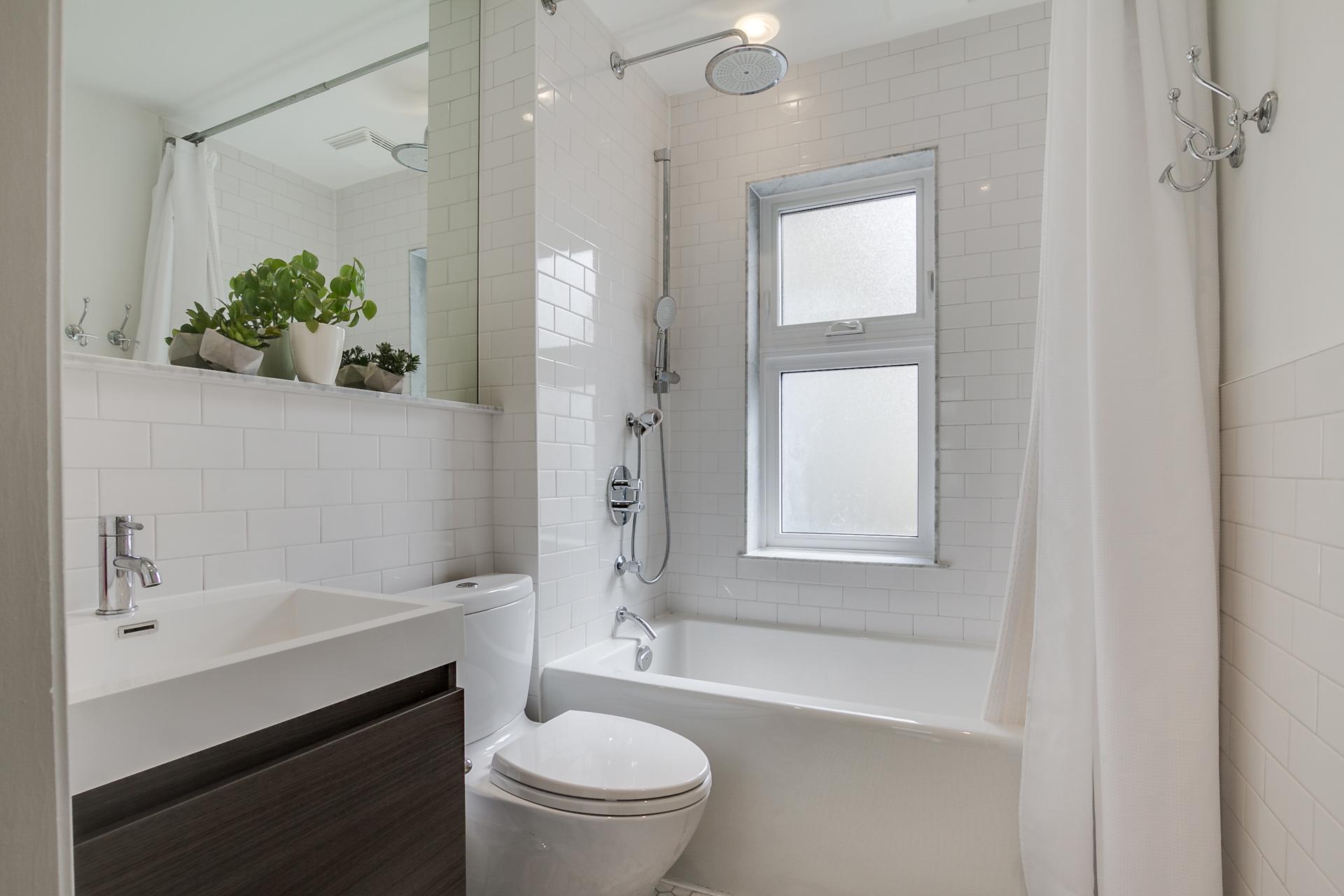 37_bathroom1.jpg