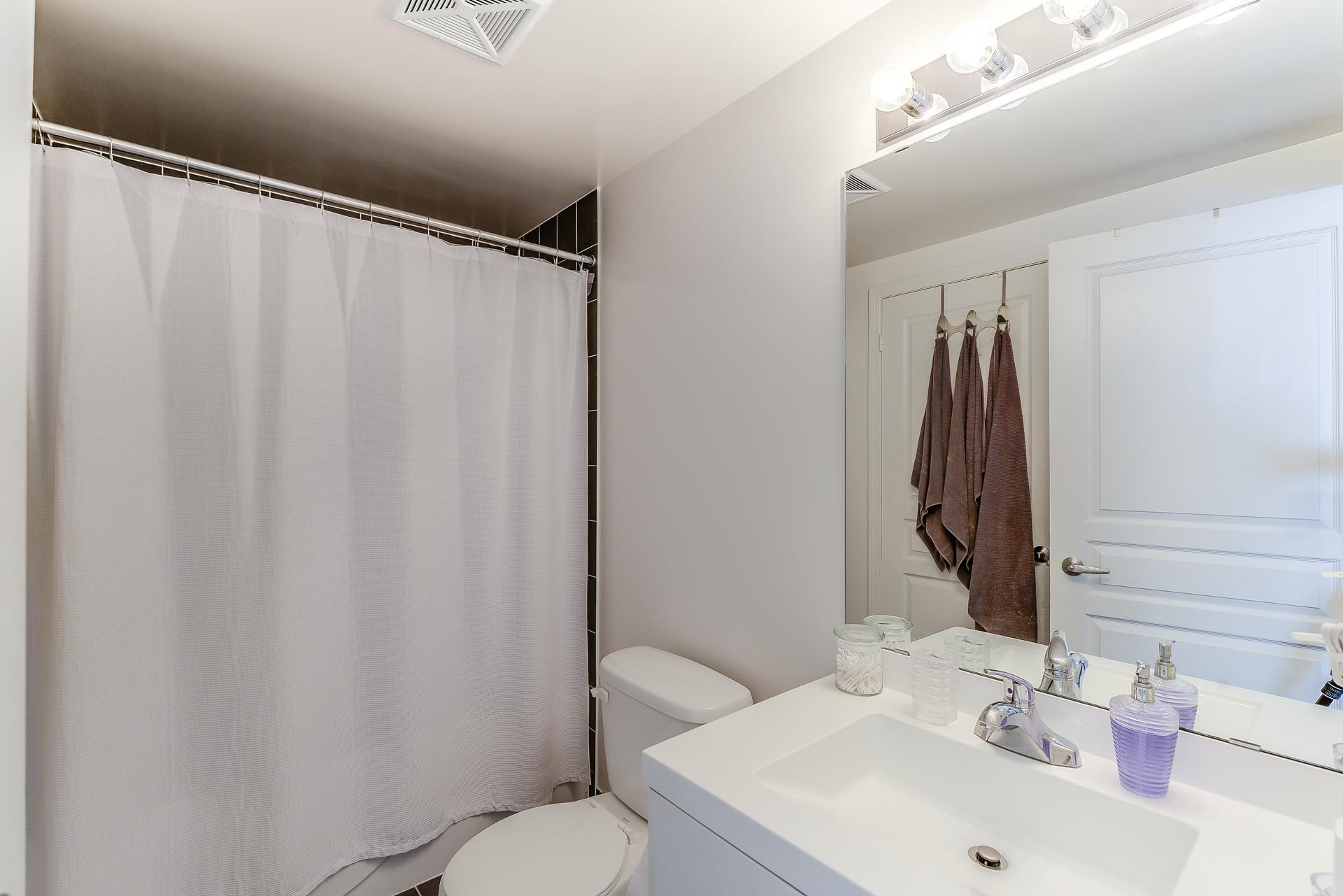 31_bathroom1.jpg