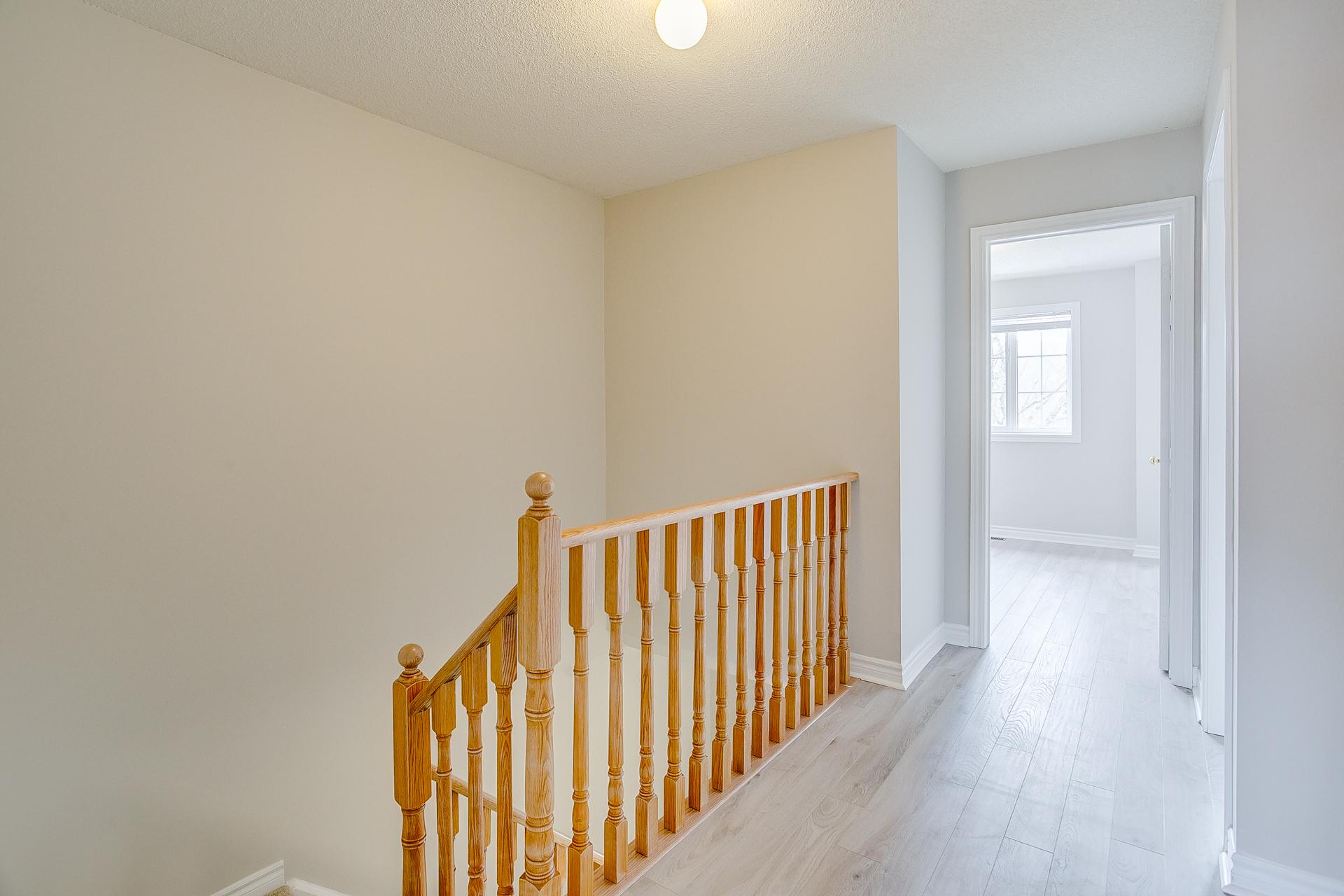 25_upper_hallway_1.jpg