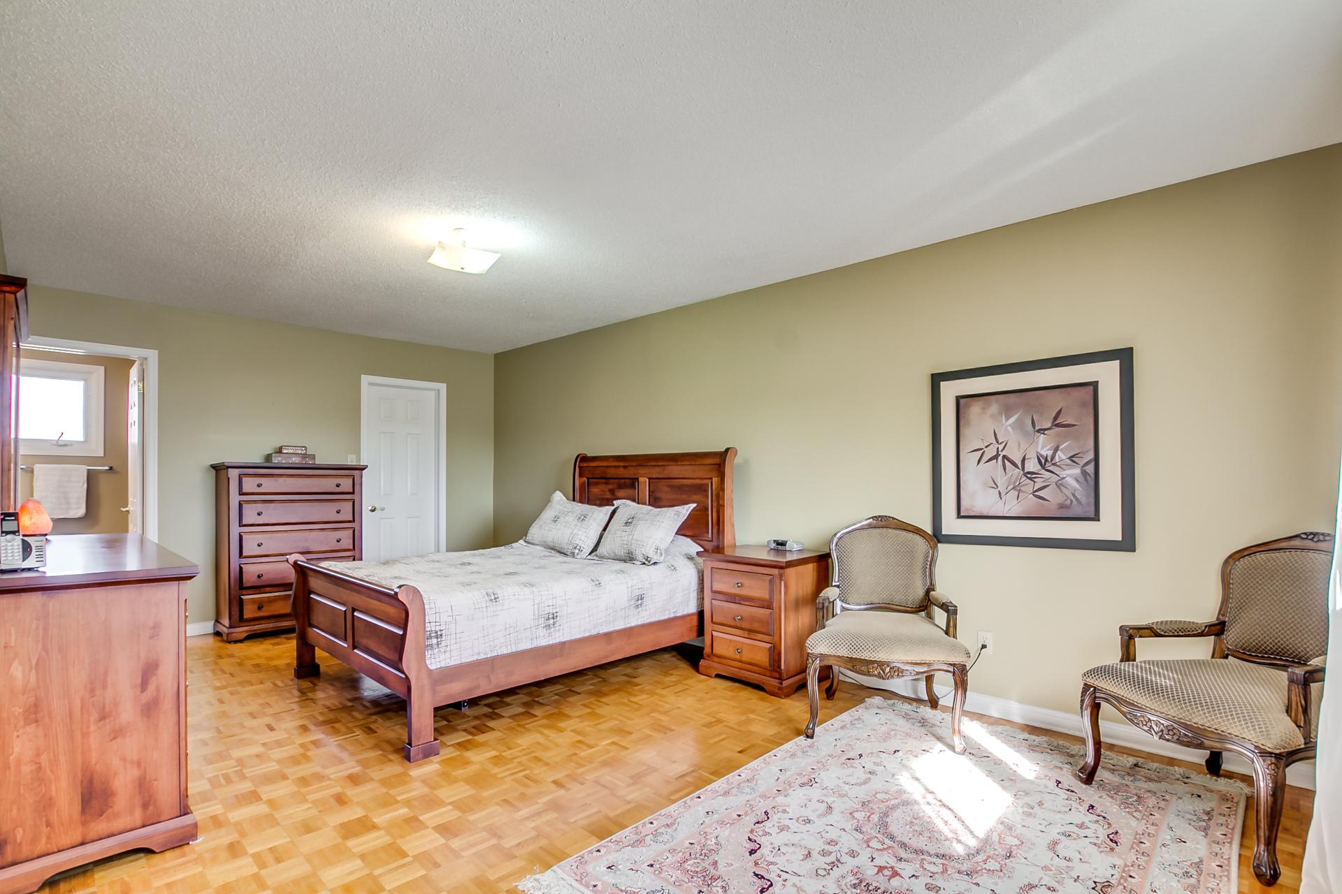 42_master_bedroom4.jpg