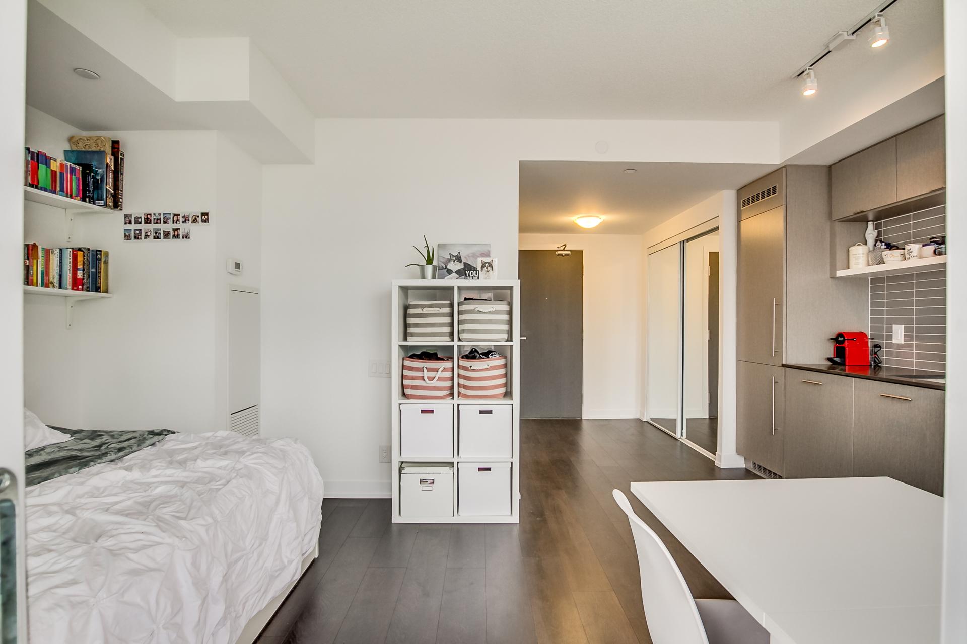 14_master_bedroom2.jpg