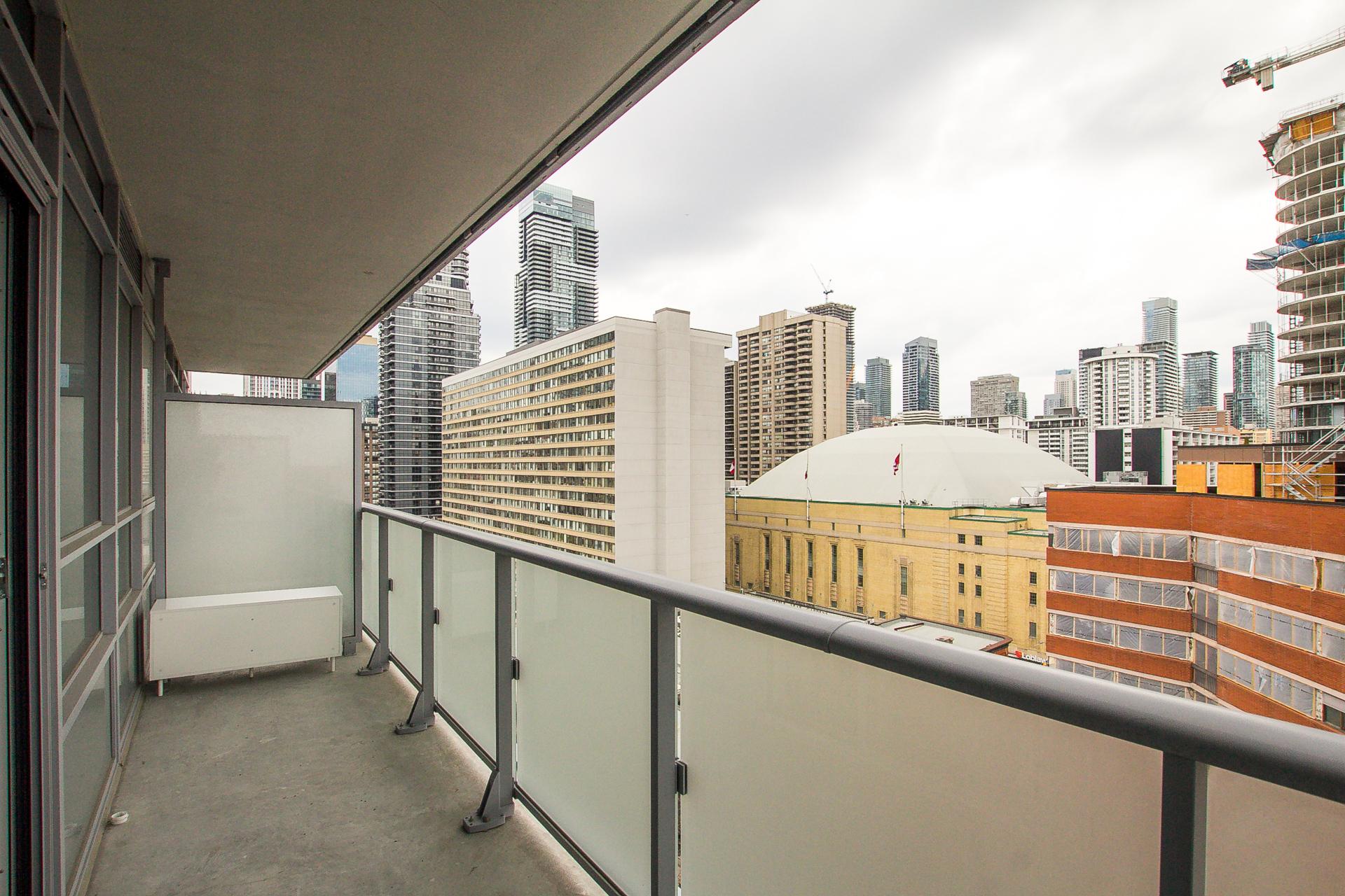 17_balcony1.jpg