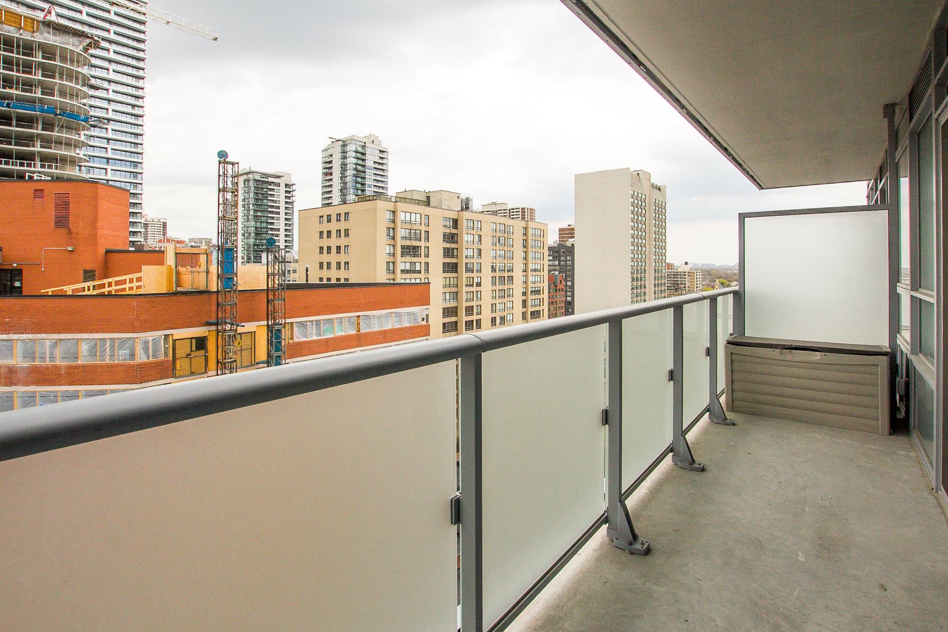 18_balcony2.jpg