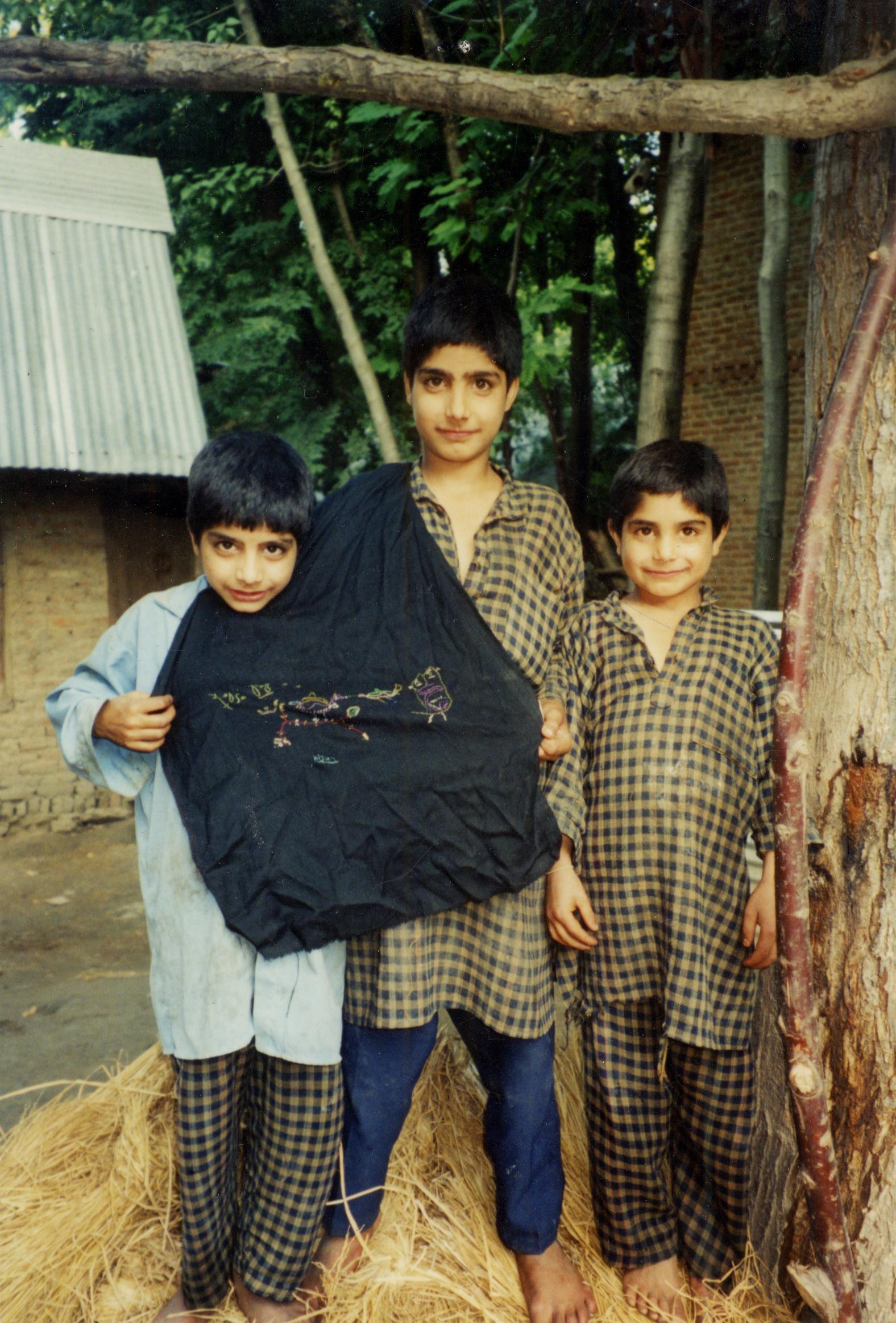 Kashmir_3boys.jpg