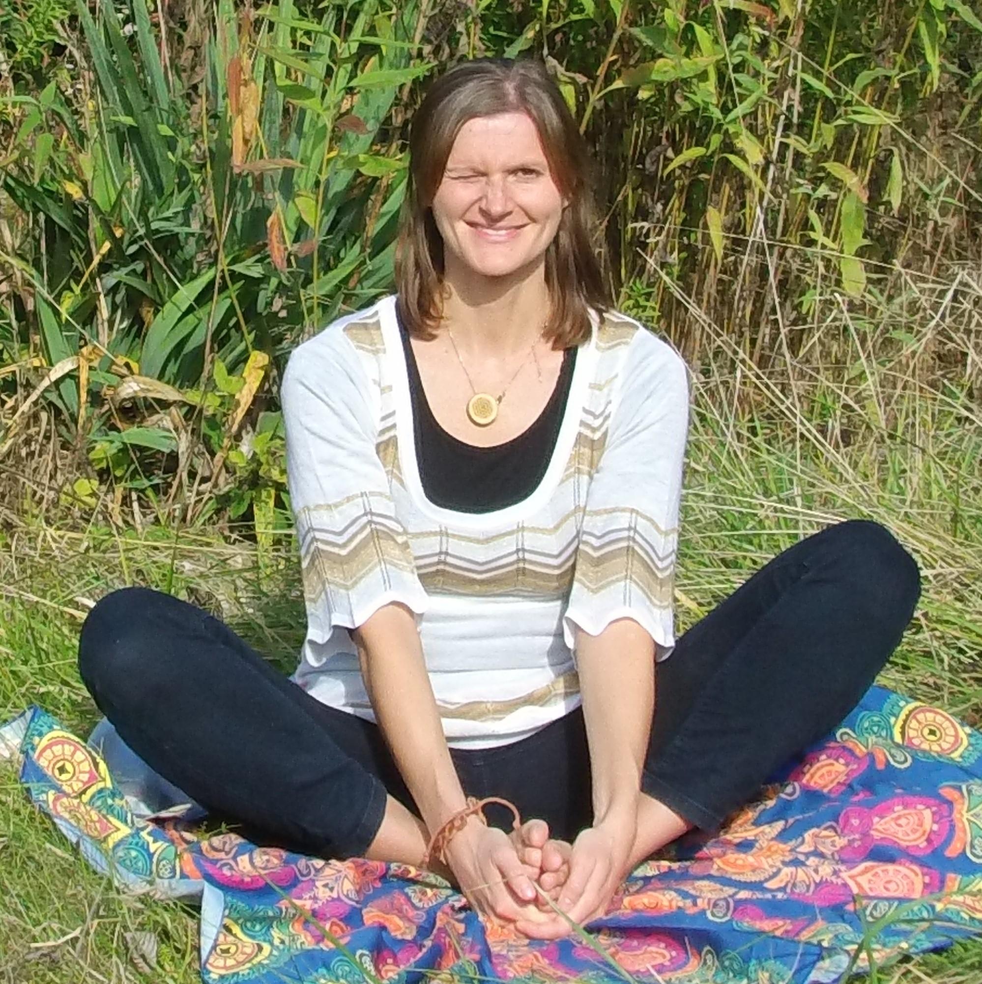 Yoga-Schmetterlingsposition. Da lacht meine Seele;-)))