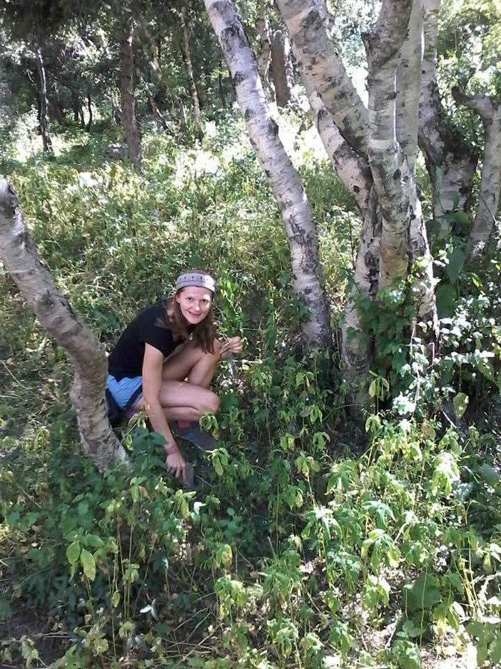 Beim Ebereschesamen pflanzen in der Nähe vom Alataugebirge in Almaty, Kasachstan, wo ich geboren und die ersten 9 Jahre meines Lebens gelebt habe...Was für eine tolle magische (Rück)-Verbindung an die Wurzeln