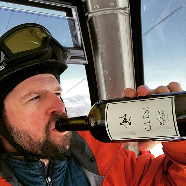 Always important to ski with friends. Especially if you forget to bring your own bottle. @clesiwine
