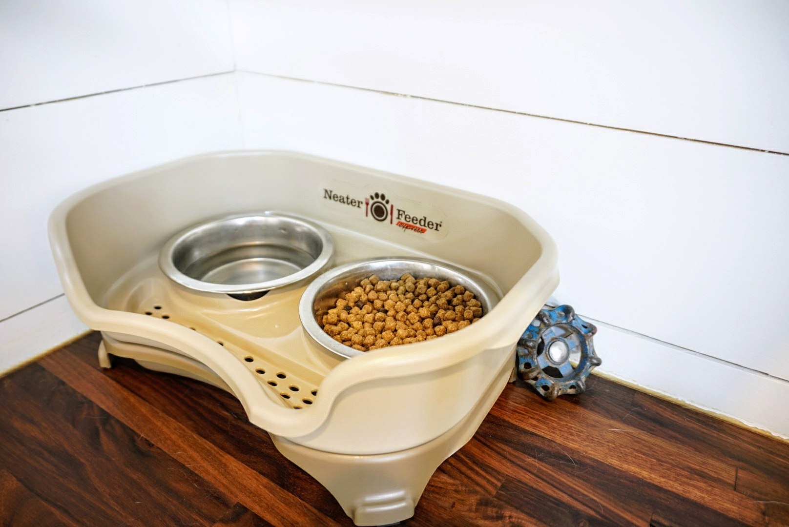 Neater Feeder for pets bowls Tiny Living Space RV