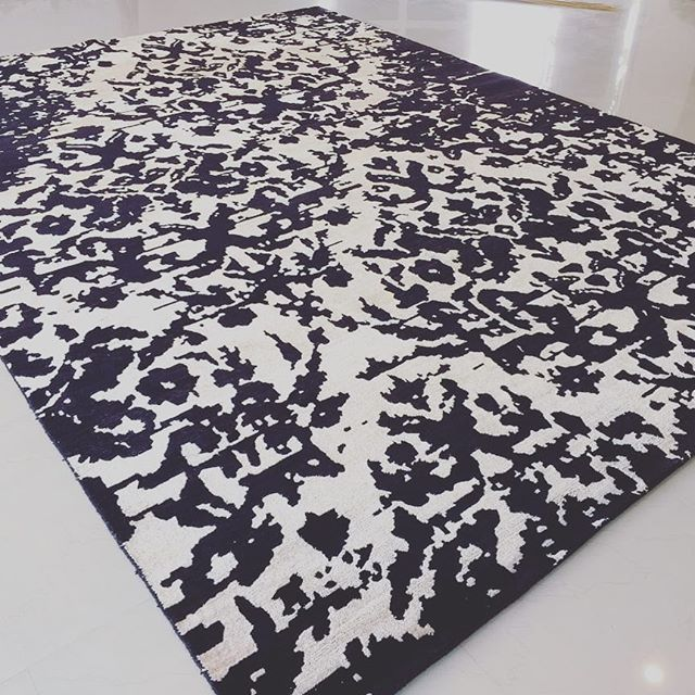 🖤☁️ Black and White in stock rug available in 8'x10m. Rug made from Bamboo Silk and New Zealand Wool. Handmade luxury Exclusively at Custom Couture Rugs 💃