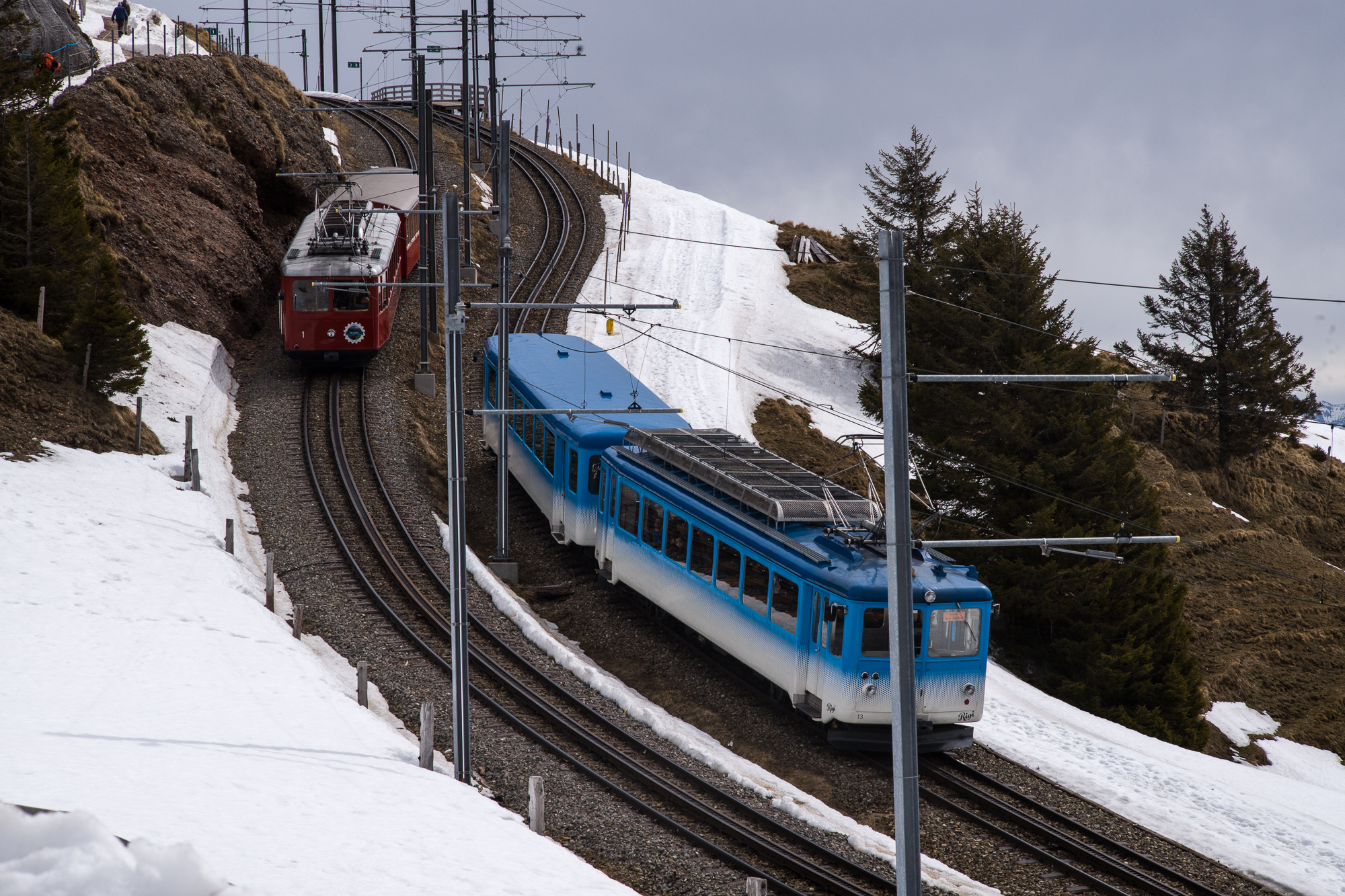 Passing trains on the cogged railway