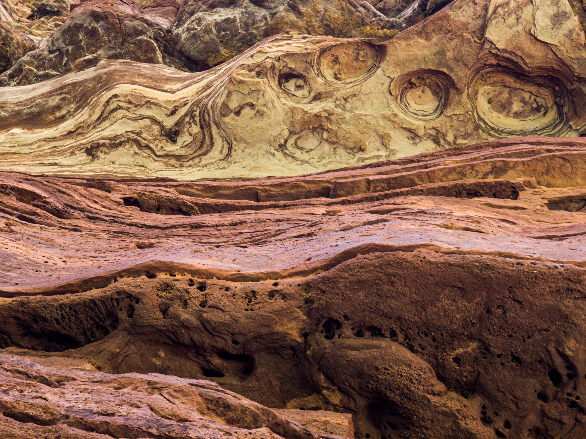 The interesting rocks inside the Grand Canyon