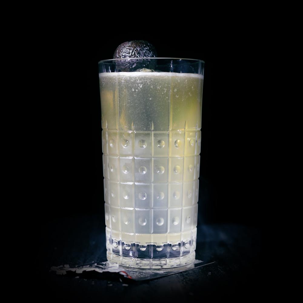BOBBIN APPLE BUCK  INGREDIENTS  -1.5 oz. El Silencio Espadin  -.5 oz. Honey Syrup (3:1)  -.5 oz. Lime  -1.5 oz. Hard Cider  METHOD  Shake and strain into an ice-filled pilsner glass.  Top off with hard cider.