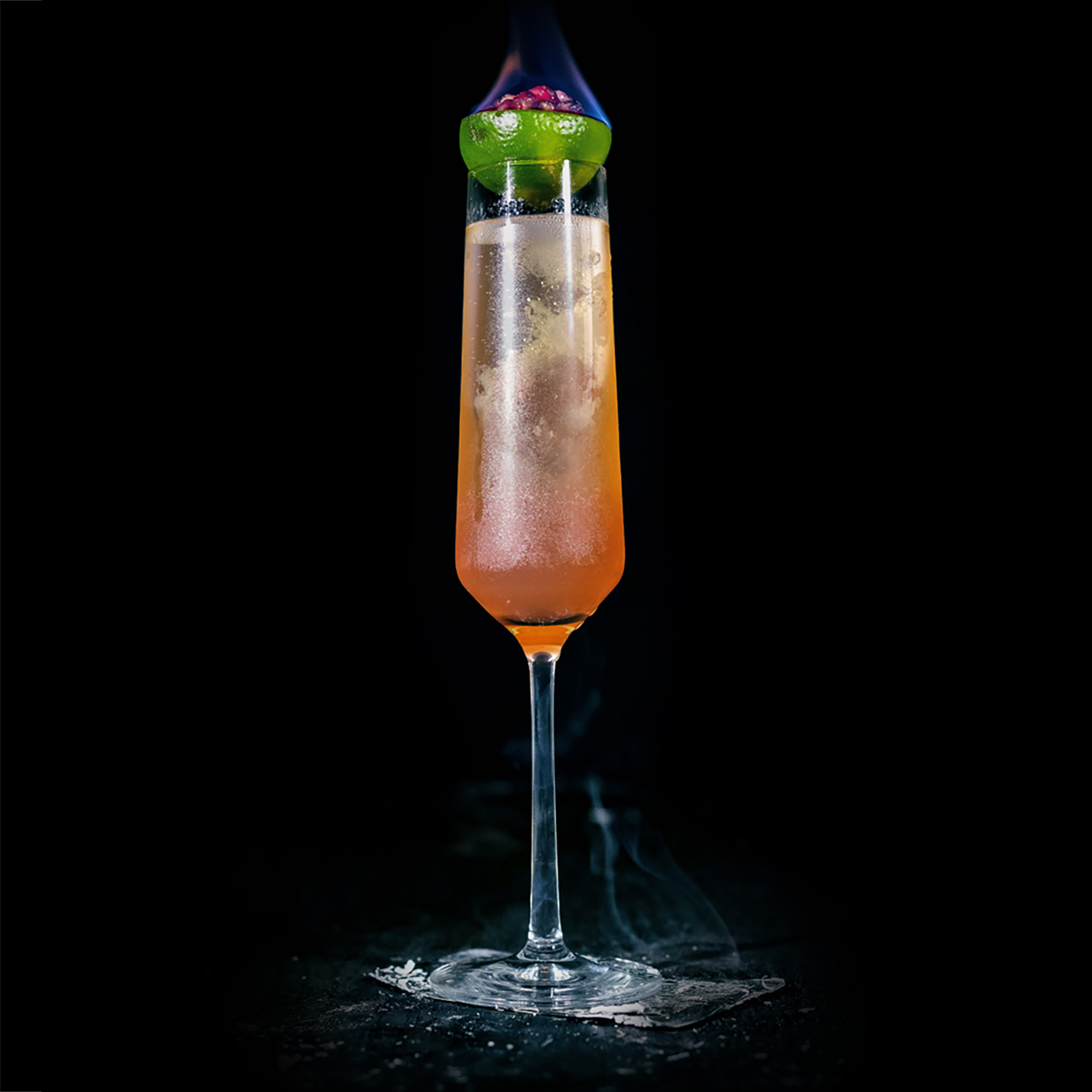 SMOKE & BUBBLES  INGREDIENTS  - 1 oz. El Silencio Espadin - .5 oz. Grenadine - .5 oz. Fresh Lime Juice - .5 oz. Fresh Orange Juice  METHOD  Shake with ice & strain into a chilled champagne flute Top up with 1 oz. champagne and garnish with a lime wheel