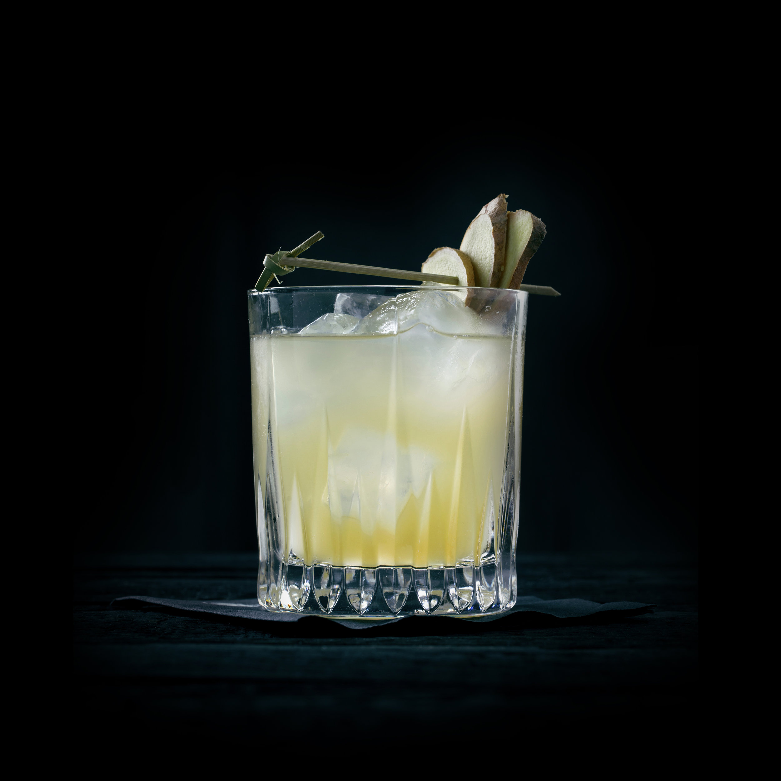 NIÑA PIÑA  INGREDIENTS  - 1.5 oz. El Silencio Espadin - 1 oz. Fresh Pineapple Juice - 1 oz Ginger syrup - Lime - Soda  METHOD  Combine ingredients, shake, pour, top with soda, garnish with ginger