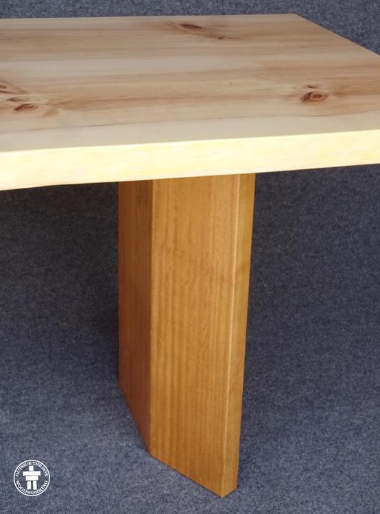 Table leg shape