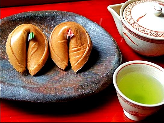 The tsujiura senbei with fortune in the fold.