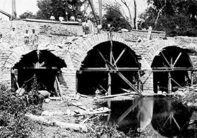 Construction of King's Highway Bridge in 1697