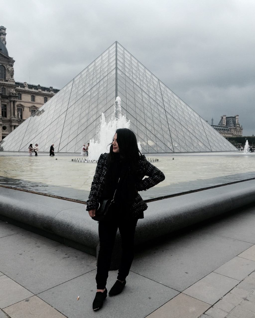 MUSEE DU LOUVRE - The King of the museums! A beautiful place to appreciate art while spending hours to explore this majestic place!