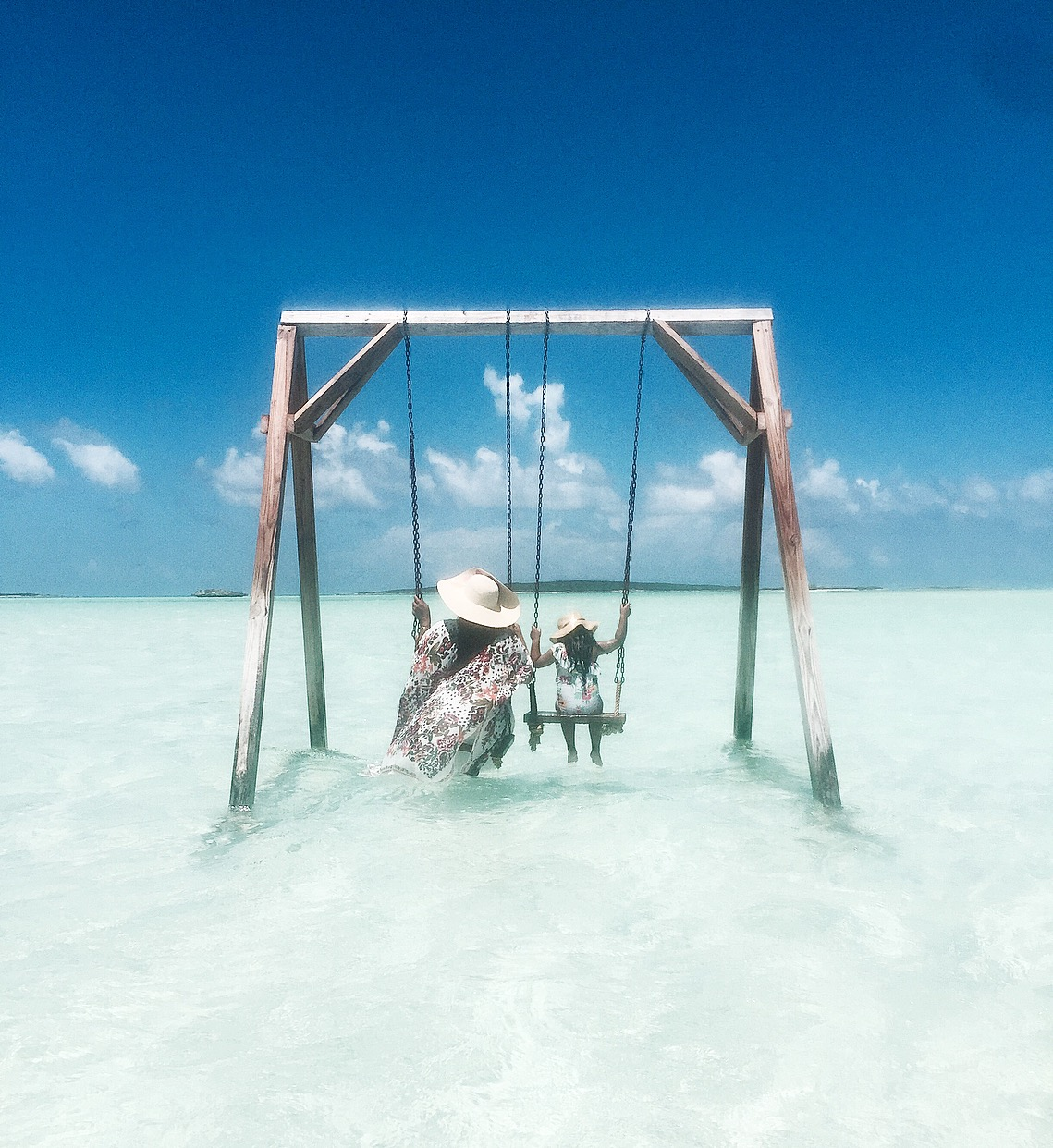 COCO PLUM BEACH - This time my number 1 thing to do in Exuma was to swing in the caribbean sea! COCO PLUM beach made it happen (and ofcourse, the Fyre Festival). A beautiful long beach with numerous swings so everyone gets a turn. MAKE SURE TO CHECK THE HIGH TIDE/LOW TIDE times before you go!