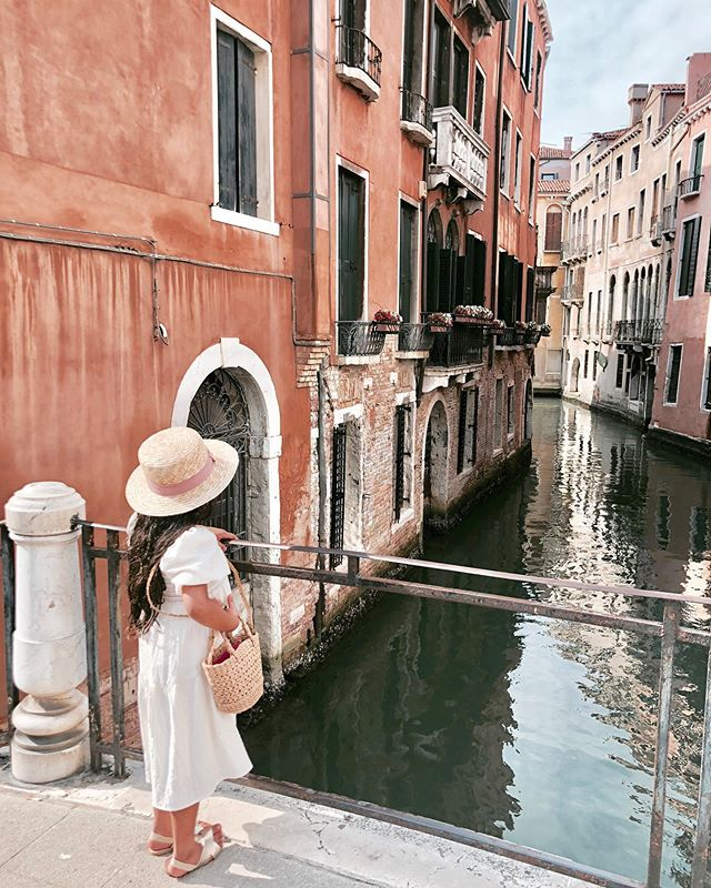 Woke up reminiscing strolling through those beautiful venetian canals..😩 . . . #venicedreaming #venice #toddlertravels