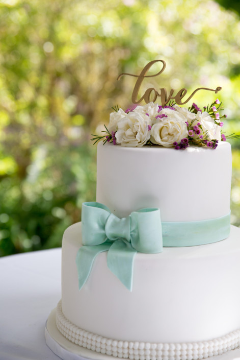 Vancouver-wedding-cake-LOVE-1-471x705.jpg