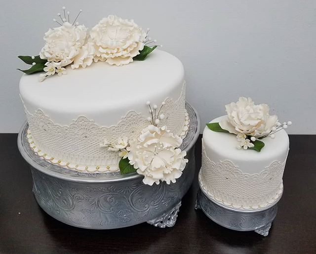 WEDDING CAKE.. And small Cake for Bride and Groom.