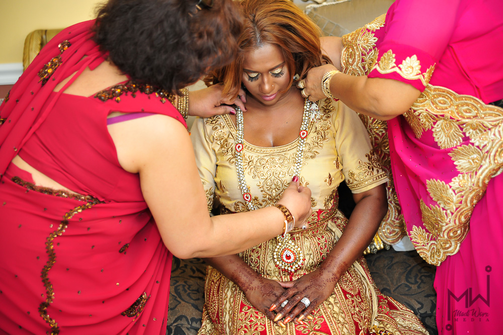 Traditional_Indian_Wedding_Jewelry.jpg