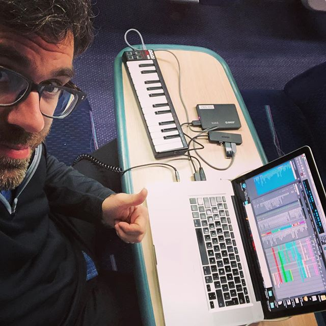 Doing my best impression of @christianhensonmusic in a #uktrain from #plymouth to #paddingtonstation #spreader #composing #music #onthego #akaimpkmini #motu #digitalperformer @motutech
