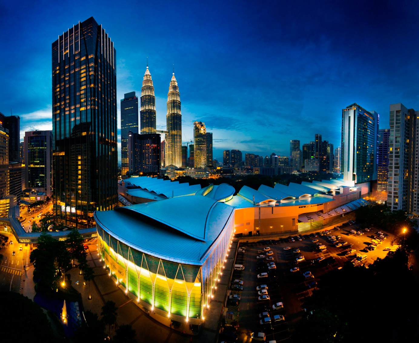 ARCHITECTURE  //  Kuala Lumpur Convention Centre  // KLCC has a Gross Floor Area of 120,000 m2, comprising 9,710 m2 of exhibition space, a grand ballroom, conference hall, a banquet hall, a plenary hall for 3,000 seats and 20 meeting rooms.This MICE facility is globally benchmarked and is today one of the most sought-after venues in Southeast Asia.  Neuformation Architects Sdn Bhd