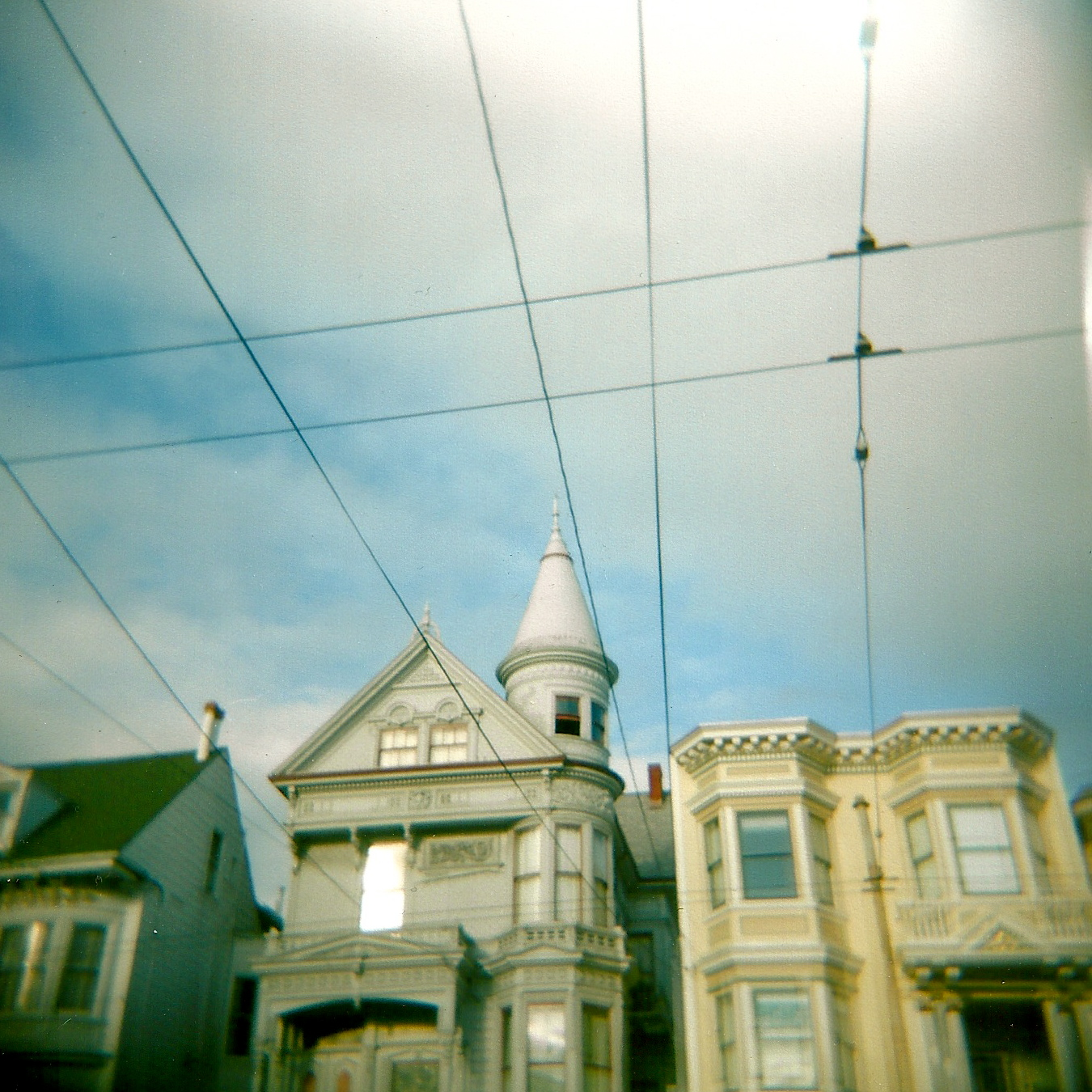 San Francisco classic architecture and electrical wires.