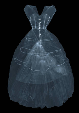 X-ray photograph of silk taffeta evening dress by Cristóbal Balenciaga, 1955, Paris, France. X-ray by Nick Veasey, 2016. © Nick VeaseyX-ray photograph of silk taffeta evening dress by Cristóbal Balenciaga, 1955, Paris, France. X-ray by Nick Veasey, 2016. © Nick Veasey