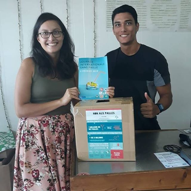 🇫🇷 [ JISP - Derniers préparatifs ] A Tahiti les habitant•e•s sont déjà prêt•e•s pour la journée internationale sans paille de samedi ! Le collectif @nanasacplastique a mis en place des points de collecte de pailles plastiques usagées sur toute l'île ! .  Envie de participer ? Il est encore temps, 💌 nous. .  Rejoignez sinon les evenements organisés : plus d'infos sur baslespailles.org/journeesanspaille et sur bit.ly/journeesanspaille2019 ! . . 🇺🇸 [ISFD - last preparations ] In Tahiti the inhabitants are already preparing International Strawfree Day ! @nanasacplastique has put boxes all around the island to collect used single use plastic straws ! .  Want to get involved in your city, 💌 us. . Want to join an event ? Check out the page on our website baslespailles.org/strawfreeday . . .  #strawfreeday #journeesanspaille #paille #sanspaille #plastiquepartout #sanspaillesvp #plasticfree #oceanspropres #ocealover #noexcuseforsingleuse