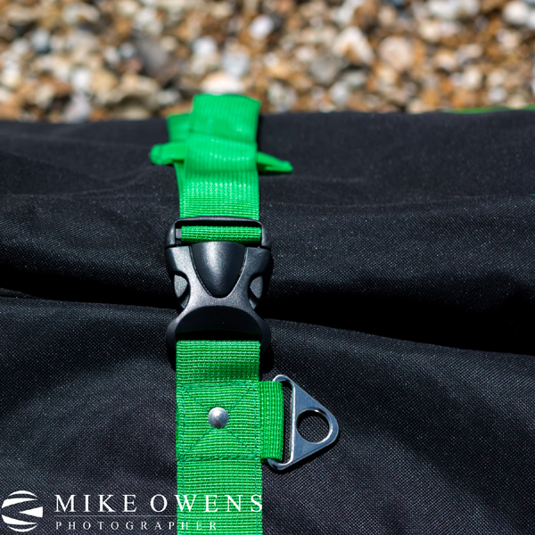 versatile - Multiple strap mounting points allow you to configure the bag differently for when you are carrying or towing