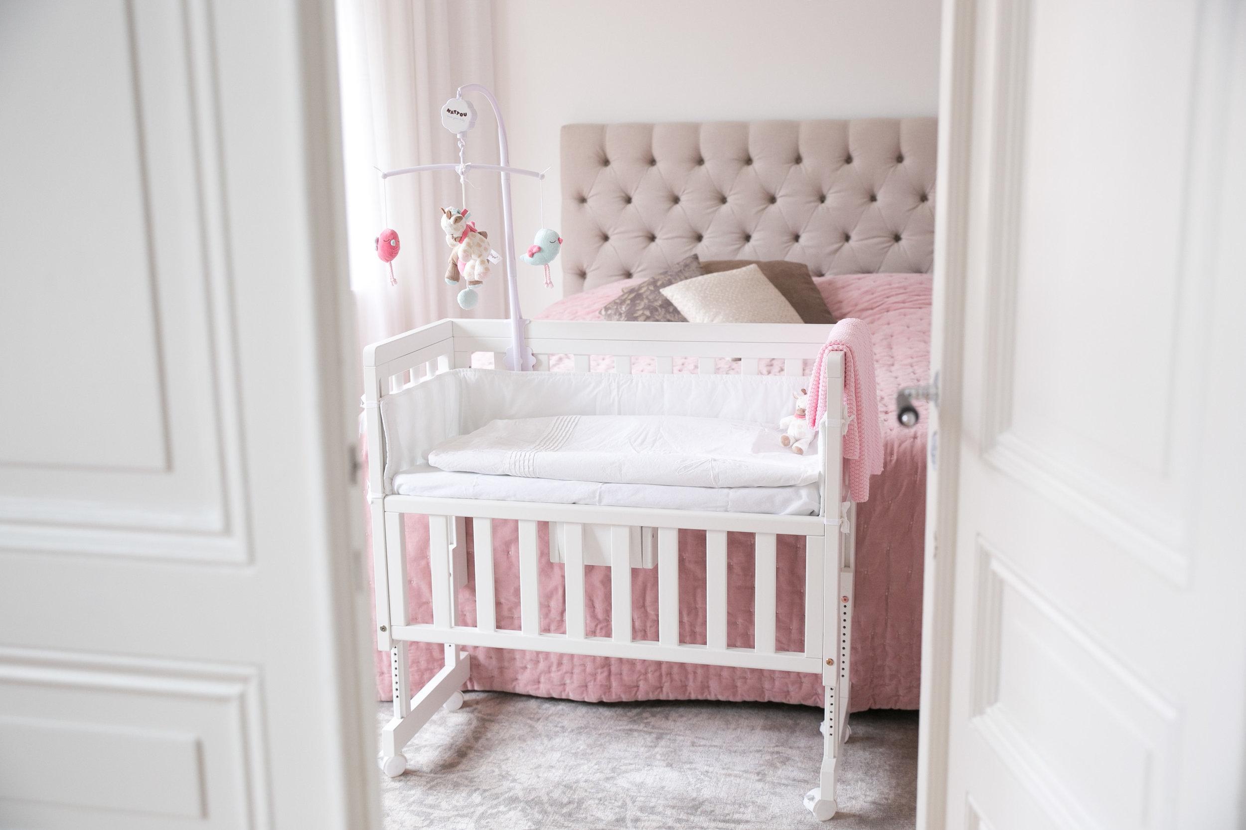 troll bedside crib babysang.jpg