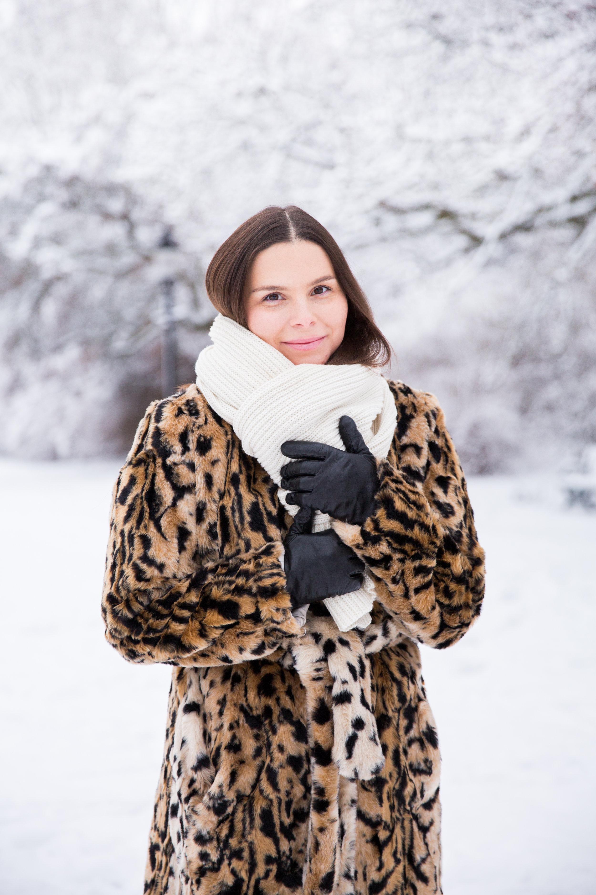Angelica Aurell leopard DAY Dagmar sno vinter.jpg