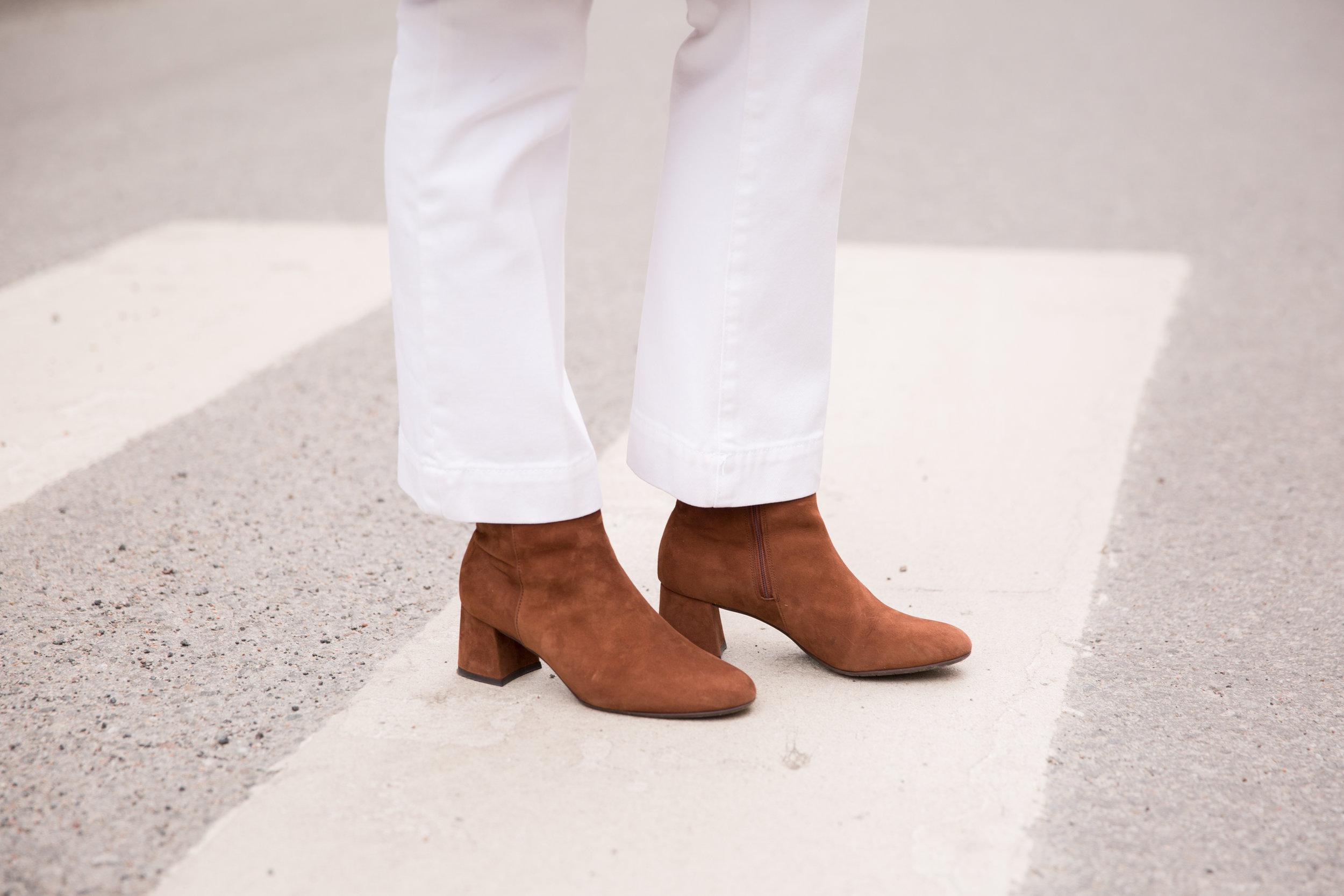 vita byxor DAY peter kaiser boots.jpg