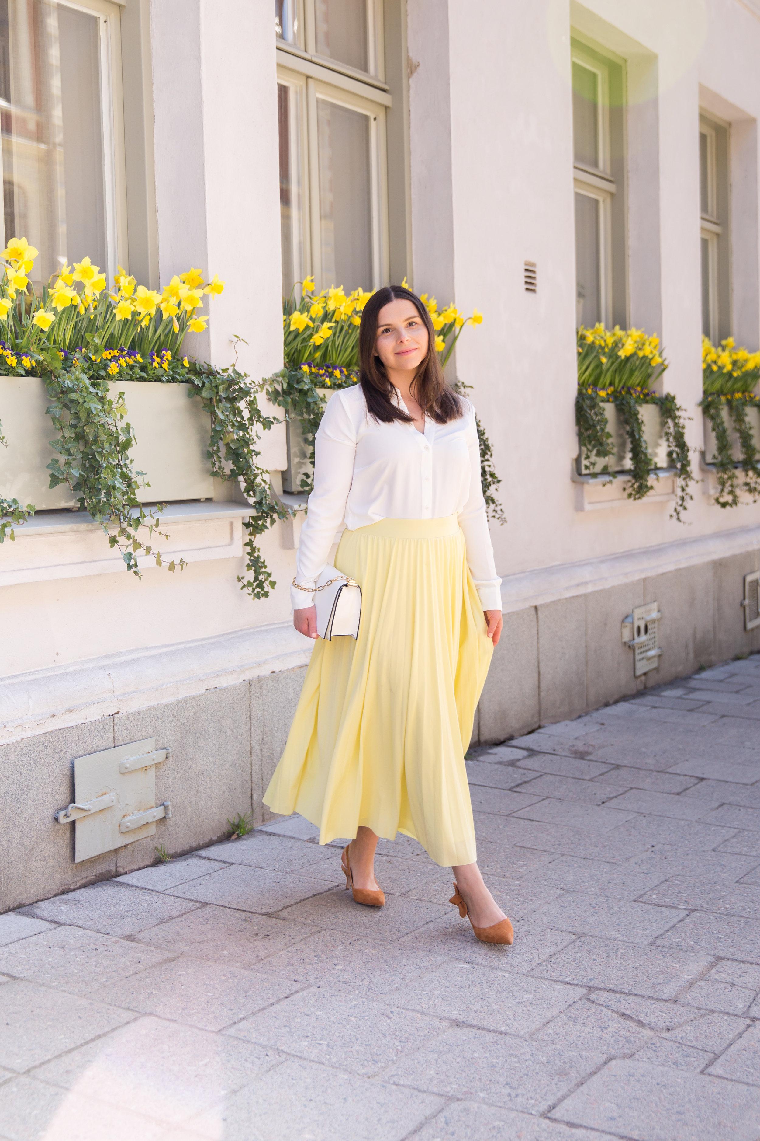 Angelica Aurell Angelicas Closet hm kjol plisserad rizzo pumps.jpg