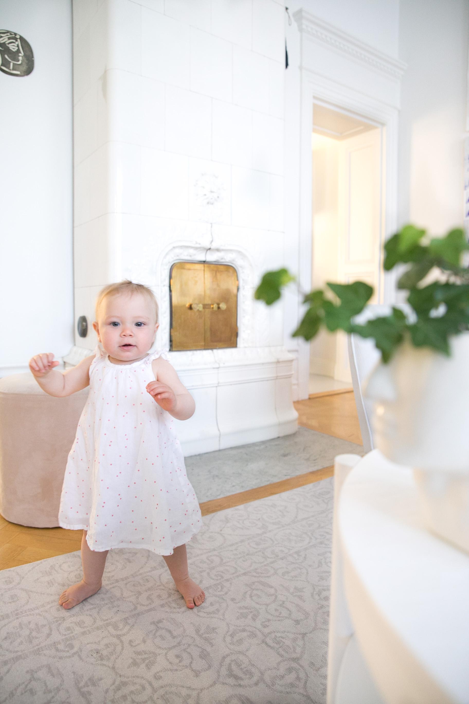 forsta steg bebis barn utveckling Angelica Aurell.jpg