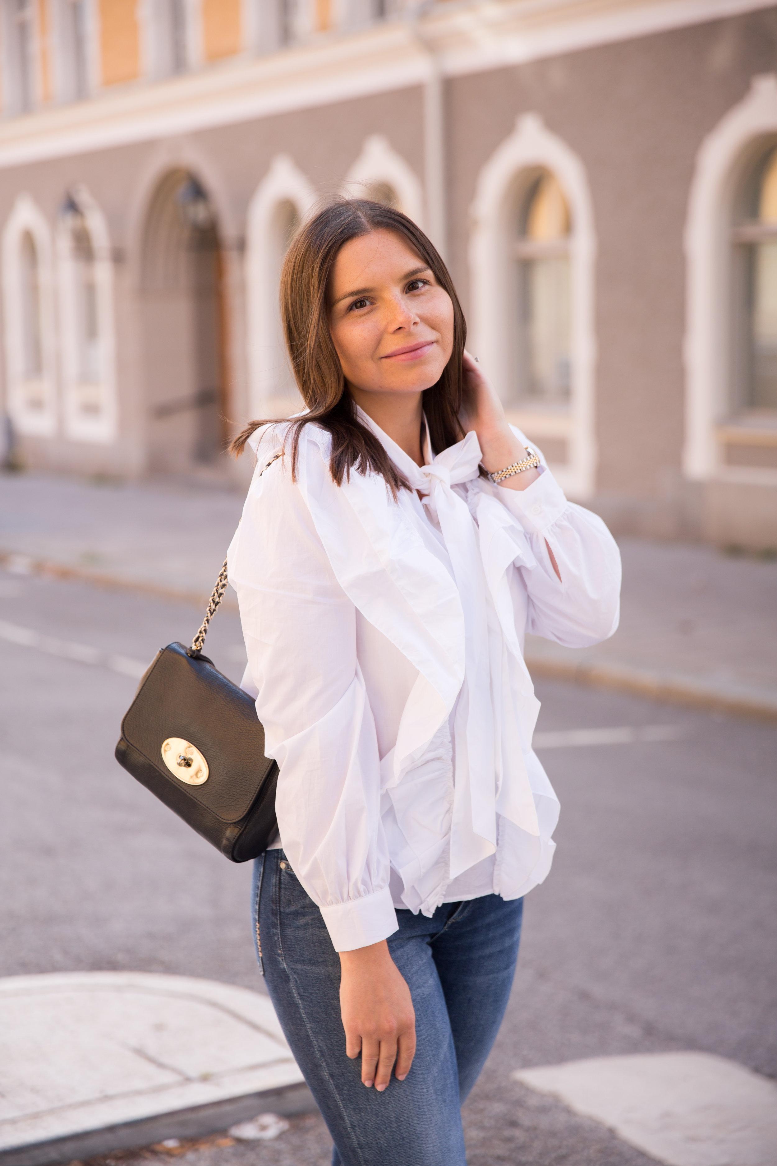 Angelica Aurell stil jeans blus saker stil klassiskt mode mulberry lilyjpg