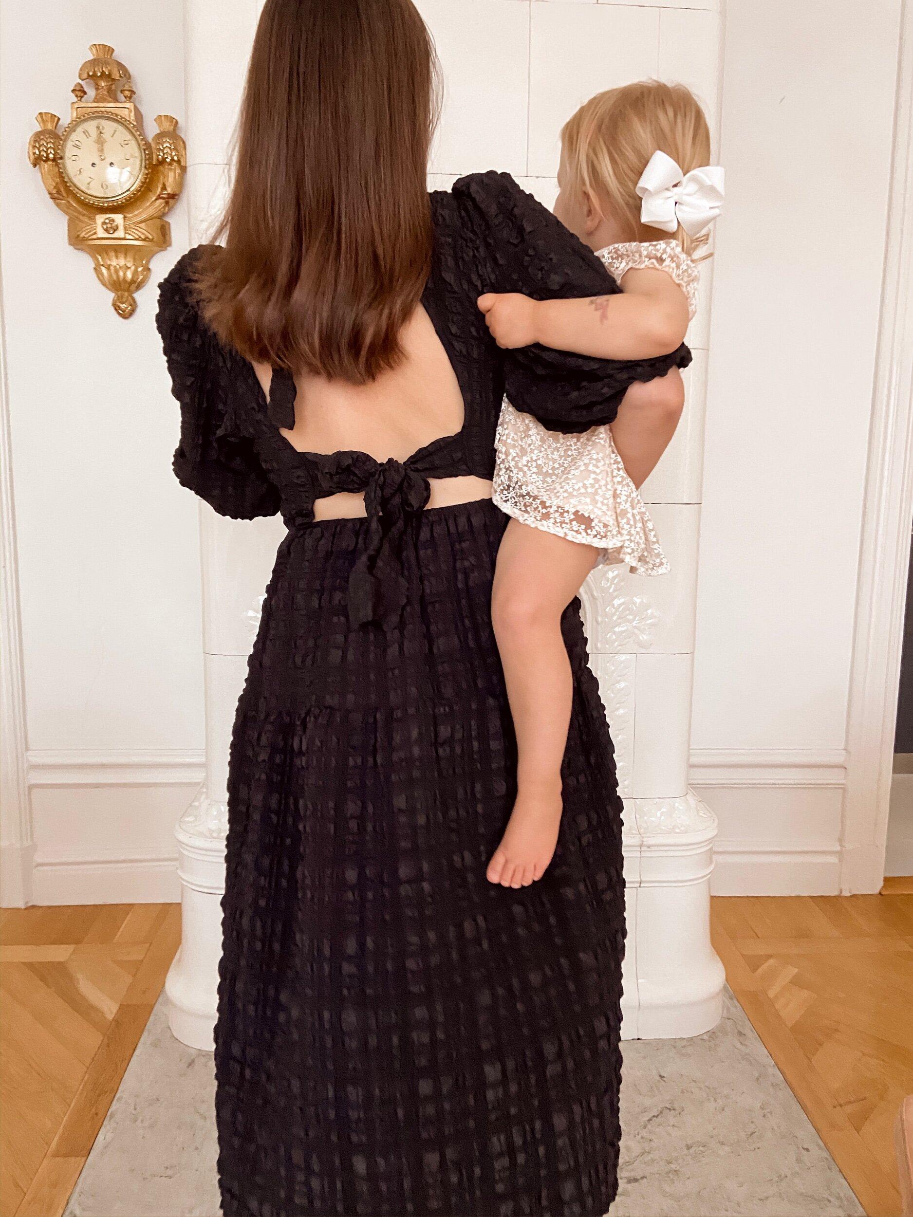 Caroline Tunn vit klänning med knytband i ryggen