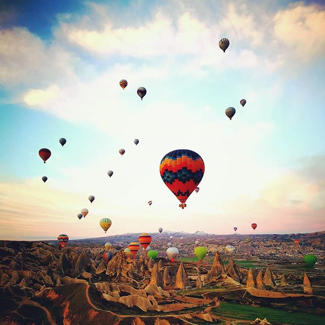 after 2 cancellations we managed to ride it couple hours before our flight back to Istanbul, amazing experience 😍 #cappadocia #balloons #turkey