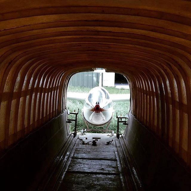 tunnel vision ... photo via @squiglilly_line  #glider #glidingclub #aviation #glidertrailer