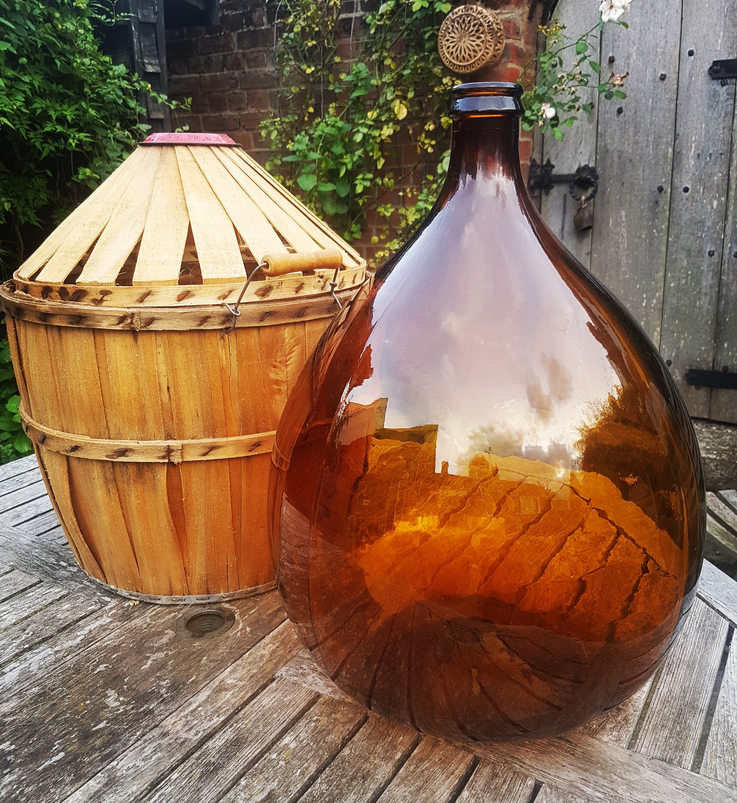 Beautiful Amber Carbouy with willow case