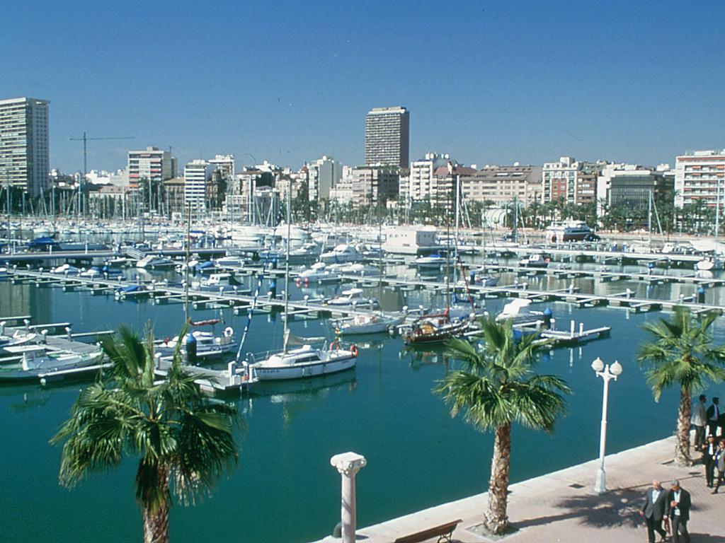 Alicante-port.jpg