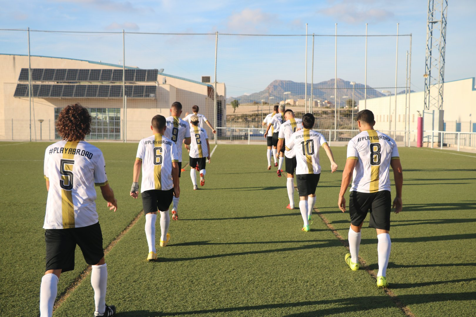 Sign up to play football abroad in Spain now