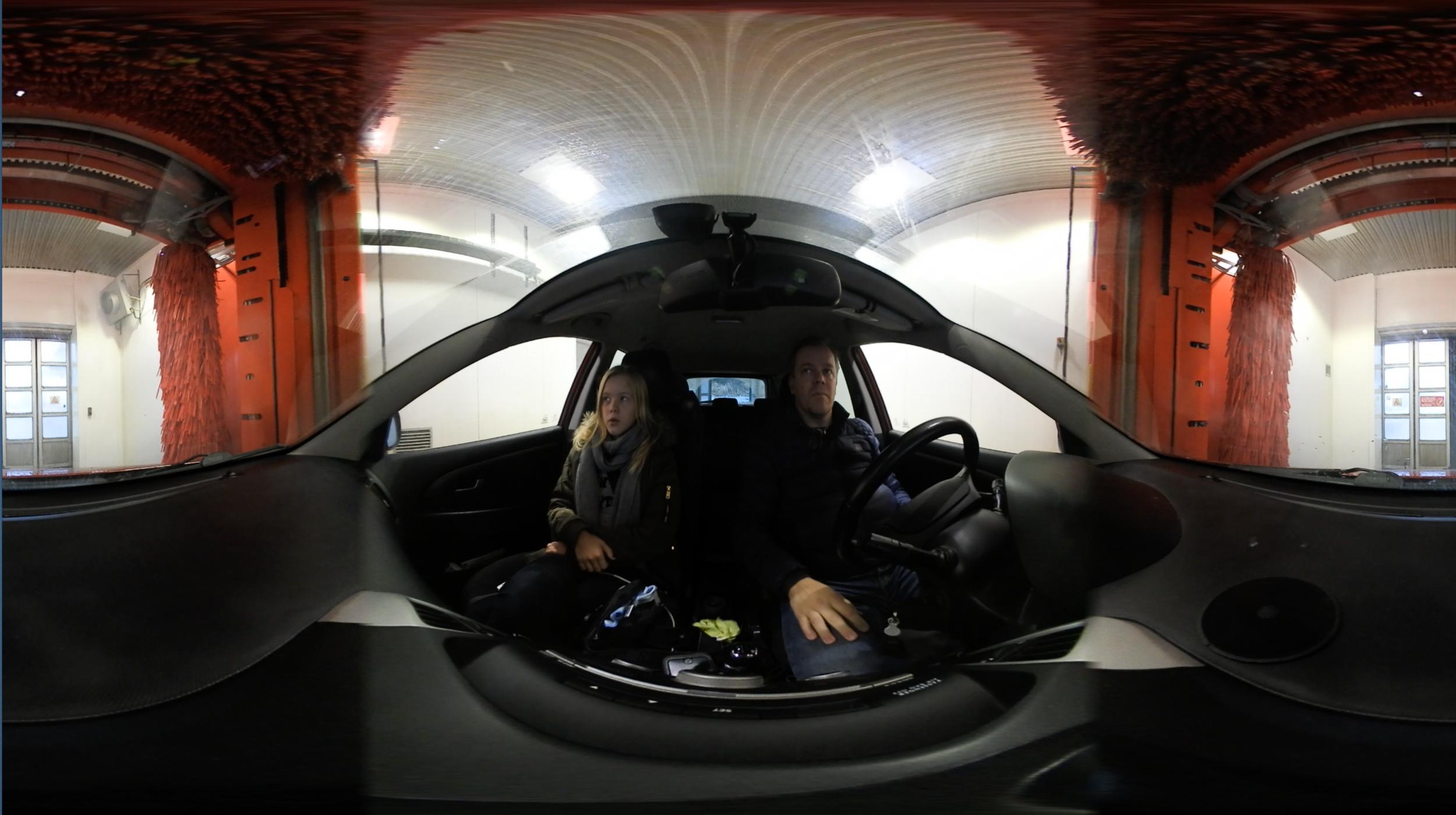 Det mest aktionfyllda äventyr vi gjorde i detta test var att köra in biltvätten med kameran monterad på instrumentbrädan.